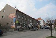 Pohled na budovy obchodu